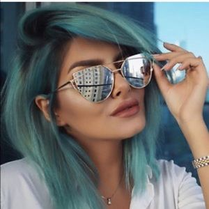 Gorgeous Silver sunglasses- great for summer